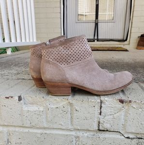 Lucky Brand tan booties